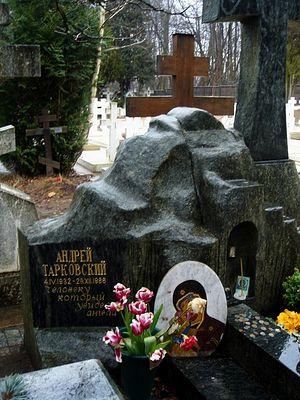 Могила Андрея Тарковского на кладбище Сен-Женевьев де Буа