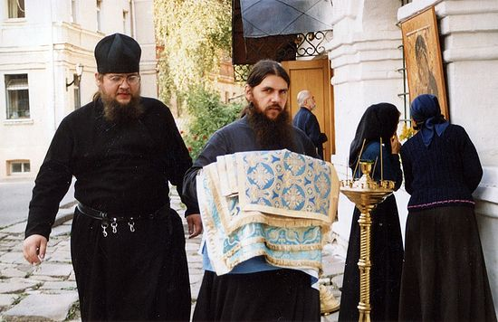 За време послушања у ризници. Јерођакон Макарије (Лободјук) (1972-2010) и отац Клеопа