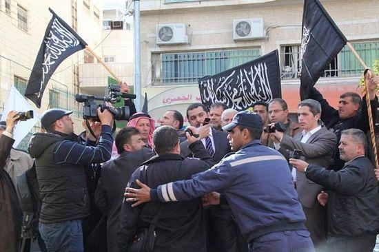 Выступления местных экстремистов.