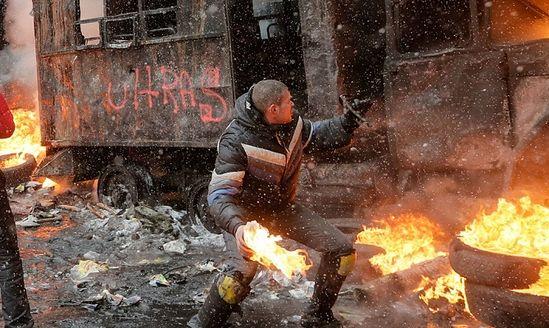 Участники беспорядков в Киеве.