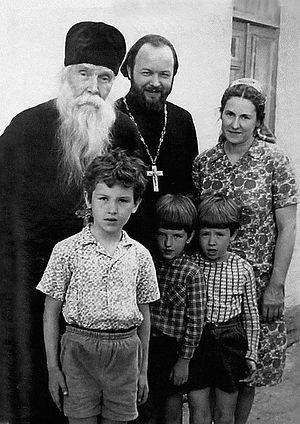 Протоиерей Сергий Орлов с семьей о. Валериана. 1974 г.