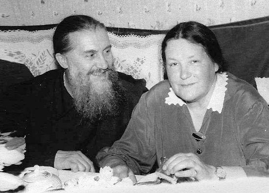 Родители — протоиерей Михаил и Любовь Владимировна Кречетовы. 1962 г.