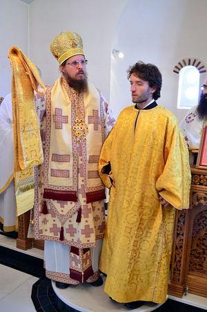 Епископ Стобийский Давид (Нинов) рукополагает клирика