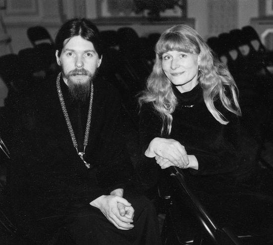 Архимандрит Тихон с Олесей Николаевой