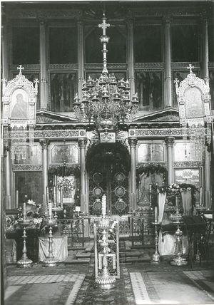 Иконостас московского Сретенского монастыря. Фото XIX в.