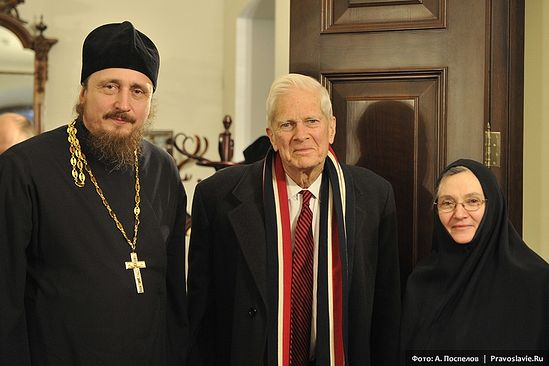 Hieromonk Pavel (Shcherbachev) James Billington of the Library of Congress, and Nun Cornelia (Rees) in Sretensky Monastery, 2012. Photo: A. Pospelov/Pravoslavie.ru