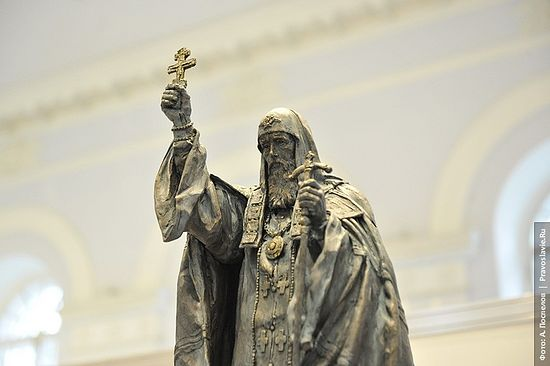 The monument to Holy Hieromartyr Hermogenes. Photo: A. Pospelov