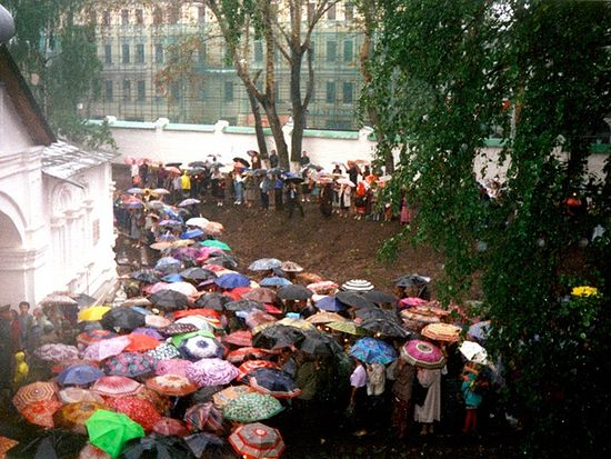 Дождь на перенесение Владимирской иконы в Сретенском монастыре в 1995 году