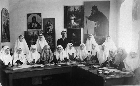 Труды сестер иконописной работы в Серафимо-Дивеевском монастыре