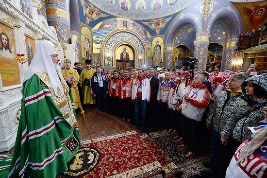 Святейший Патриарх Московский и всея Руси Кирилл обращается к спортсменам после молебна в храме Нерукотворного Образа Спасителя в Сочи. 5 февраля 2014 г.