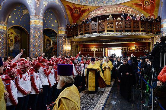 Перед молебном в храме Нерукотворного Образа Спасителя в Сочи 5 февраля 2014 г.