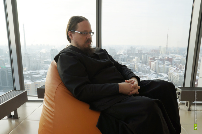 Диакон Георгий Максимов поддерживает миссионеров из России: собирает средства на нужды миссий, издает православные книги, переведенные на языки нехристианских народов.
