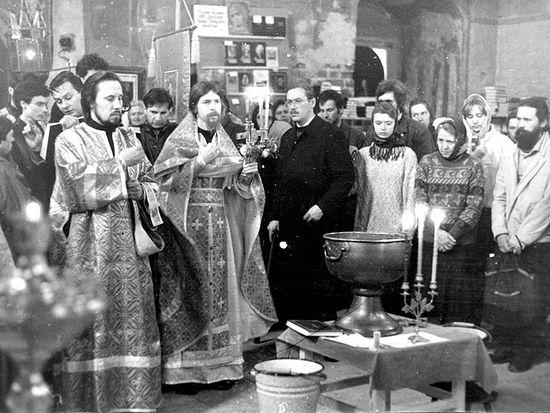 Богослужение в Сретенском монастыре 1995 г.
