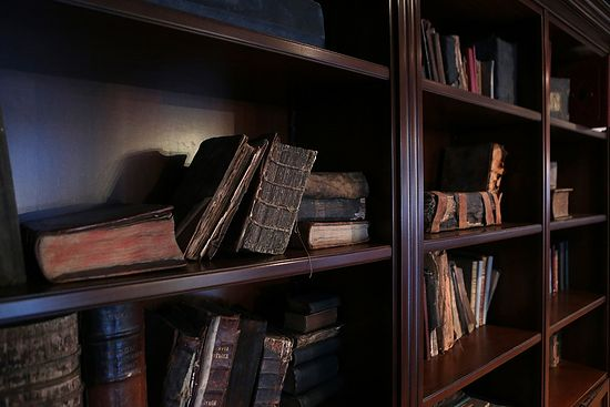 В библиотеке Сретенской семинарии