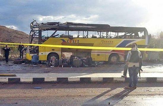 Автобус с паломниками, взорванный в Табе. 16 февраля 2014 г. / Агентство Франс-Пресс