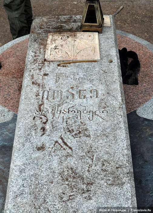 Могильная плита прп. Иоанна (Майсурадзе). Фото: Фридон Гегешидзе / Православие.Ru