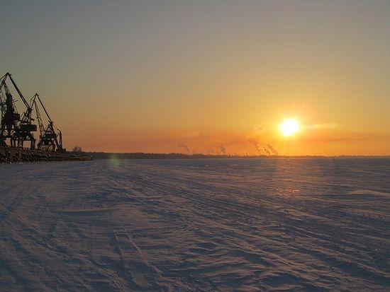 Волга подо льдом (возле Самары)