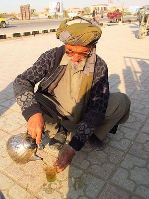 Афганцы часто угощают путников чаем