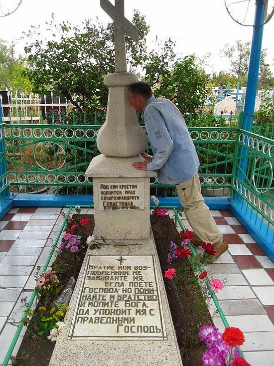 Караганда, могила преподобного Севастиана Карагандинского