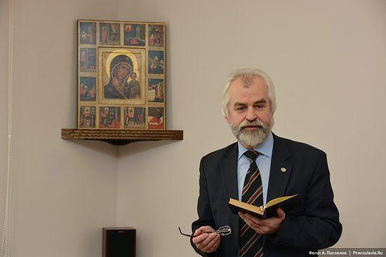 Профессор Александр Николаевич Ужанков на занятиях. Фото: А.Поспелов / Православие.Ru