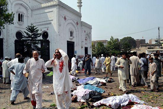 После теракта у церкви всех святых. Пешавар, 22 сентября 2013 г.