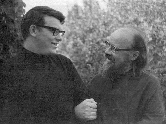 будущий протоиерей Сергий с папой - протоиереем Анатолием Правдолюбовым. Около 1978 г.