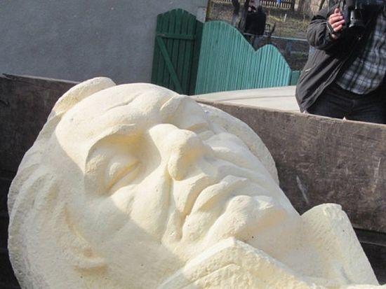 Саратовский фонд готов выкупить памятник Кутузову, снесенный в Бродах