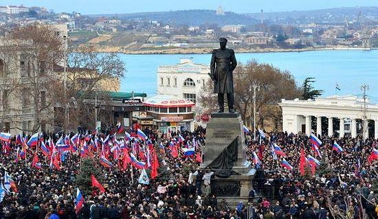 Площадь Нахимова в Севастополе, митинг, 23 февраля 2014 г.