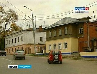 Дом, в котором жил И.С.Шмелев (справа)