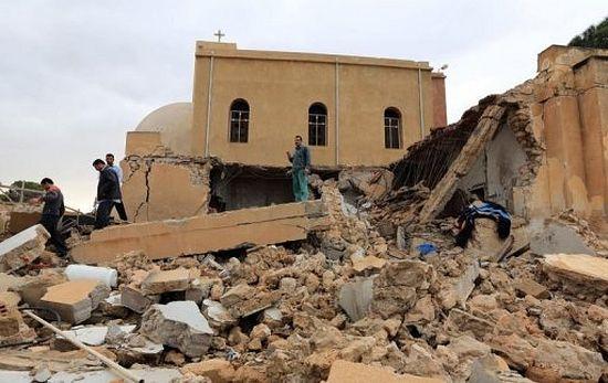 Христиане - самая незащищенная часть общества. На фото: коптская церковь после взрыва, декабрь 2012