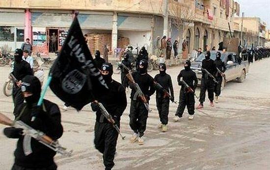 Боевики маршируют в Ракке. Январь 2014 г. AP Photo/militant website