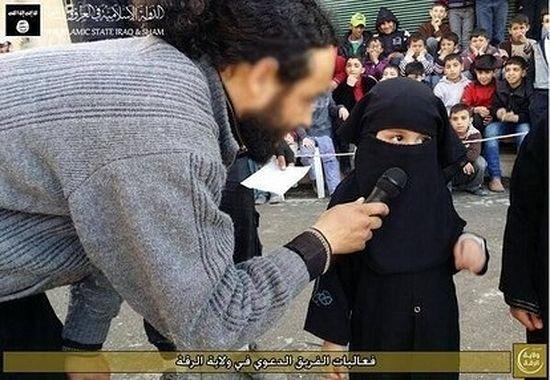 Даже девочки должны закрывать руки и лицо. Фото orontes.jimdo.com