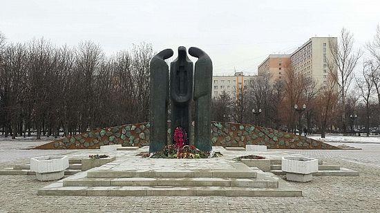 Памятник воинам-москвичам, погибшим в Афганистане в 1979-1989 годах. Скульпторы В.А.Сидур и А.Позин, архитектор Ю.П.Григорьев.