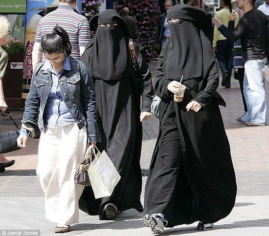 По прогнозам, к 2030 году каждый десятый британец будет мусульманином. А это значит, что в Британии мусульман будет больше, чем в Кувейте
