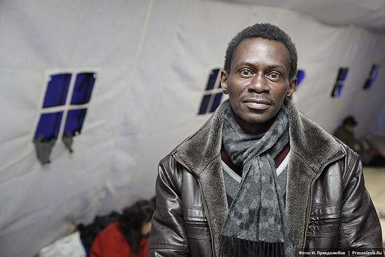 Фрэнсис – бездомный из Конго, в Москве скрывается от преследования в родной стране