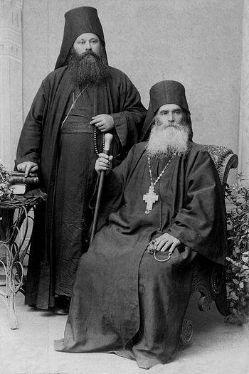 Отец Симеон, старец отца Афанасия. Был настоятелем монастыря Григория Преподобного 46 лет (1859-1905). По его бесчисленным добродетелям и подвижнической жизни его честные кости после смерти источают благоухание.