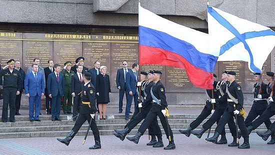 Током церемоније полагања цвећа на Меморијал херојске одбране Севастопоља