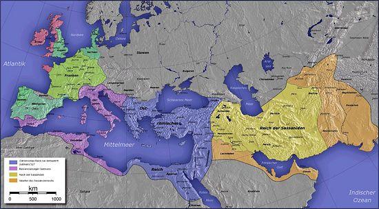 Расширение территории Византии с начала правления Юстиниана (синим цветом выделена империя на момент начала правления Юстиниана в 527 году) и до его смерти (фиолетовым цветом выделены завоёванные генералами Юстиниана территории к 565 году)