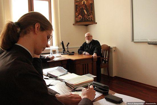 Протоиерей Владислав Цыпин на занятиях в СДС. Фото: Авдей Правдолюбов /<a class=