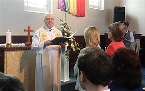 Картинки по запросу В протестантских общинах Англии «венчают» гомосексуалистов