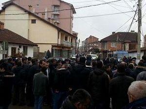 Ђаковица, Срби спречени да уђу у цркву, фото: pressonline.rs