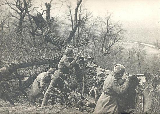 Бойцы 1001-го стрелкового полка ведут бой на рубеже Северского Донца