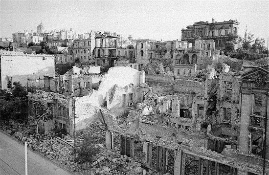 Севастополь в руинах. Большая Морская, 1944 год