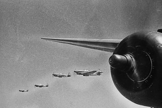 ЯК-3 над Сапун-горой в Севастополе, май 1944 г. Фото: Евгений Халдей
