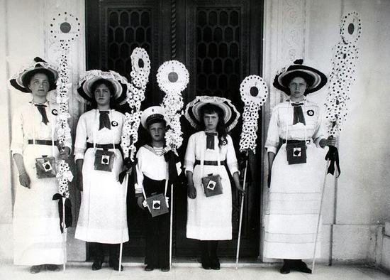 Великие княжны и цесаревич - участники Белого Цветка в 1912 году