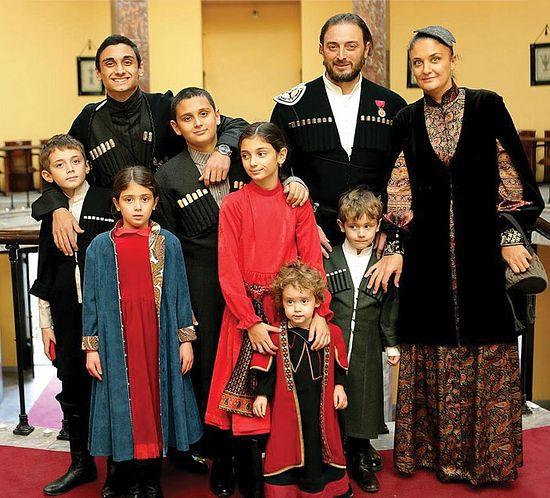 Леван Васадзе с женой и детьми