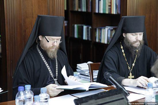 Архимандрит Тихон (Шевкунов), ректор Сретенской духовной семинарии, и иеромонах Иоанн (Лудищев), проректор Сретенской духовной семинарии