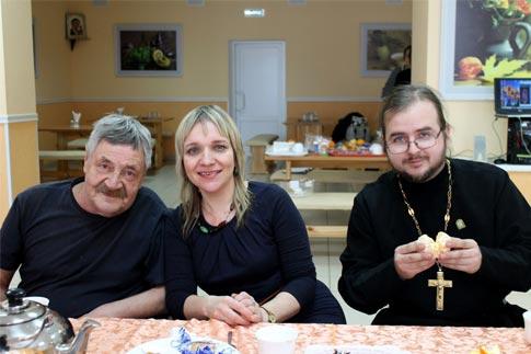 Вместе со священником о. Александром на дне именинника