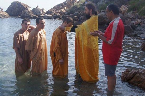 Крещение троих мусульман
