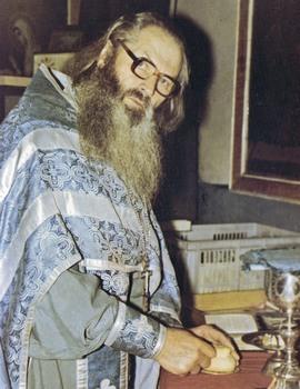 Отец Иоанн в алтаре Вознесенского храма